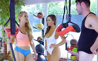 Sport teacher in threeway with hotties